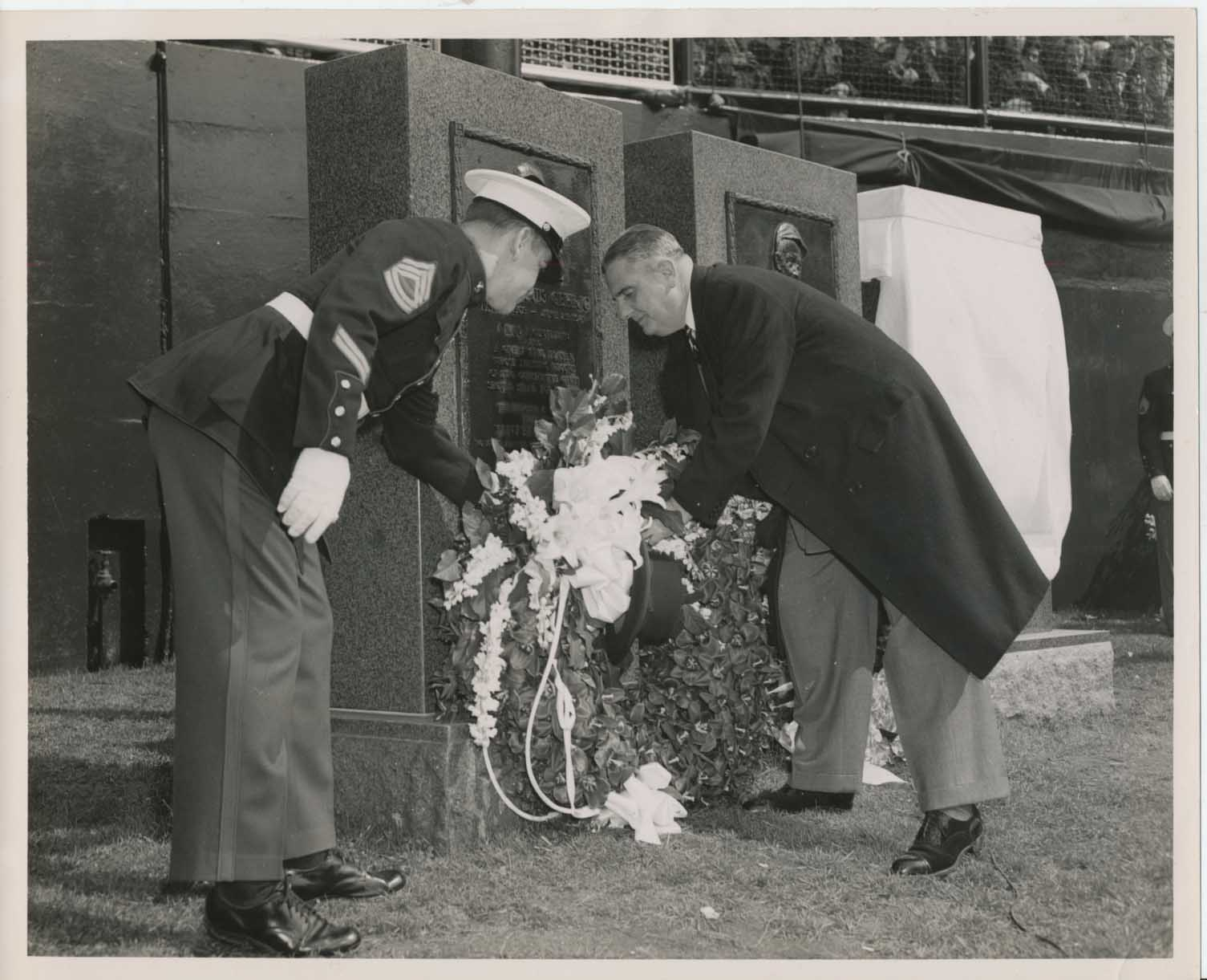1949 Photo  Barrow Laying Wreath on Gehrigs Monument NM
