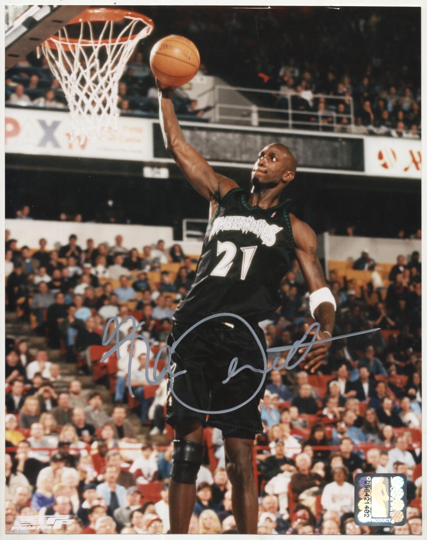 Lot #791  8 x 10  Garnett, Kevin (Timberwolves) (JSA LOA) Cond: 9.5