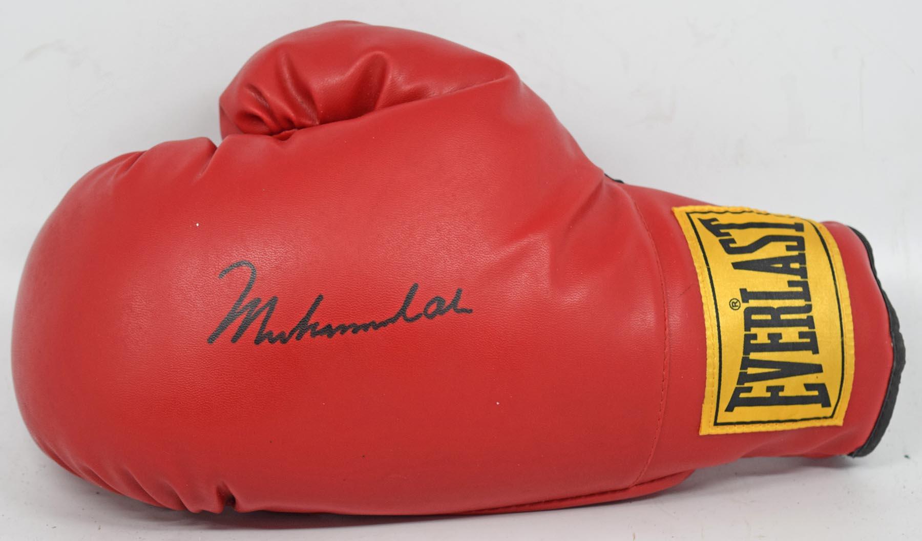Lot #1374  Glove  Ali, Muhammed Cond: 9.5