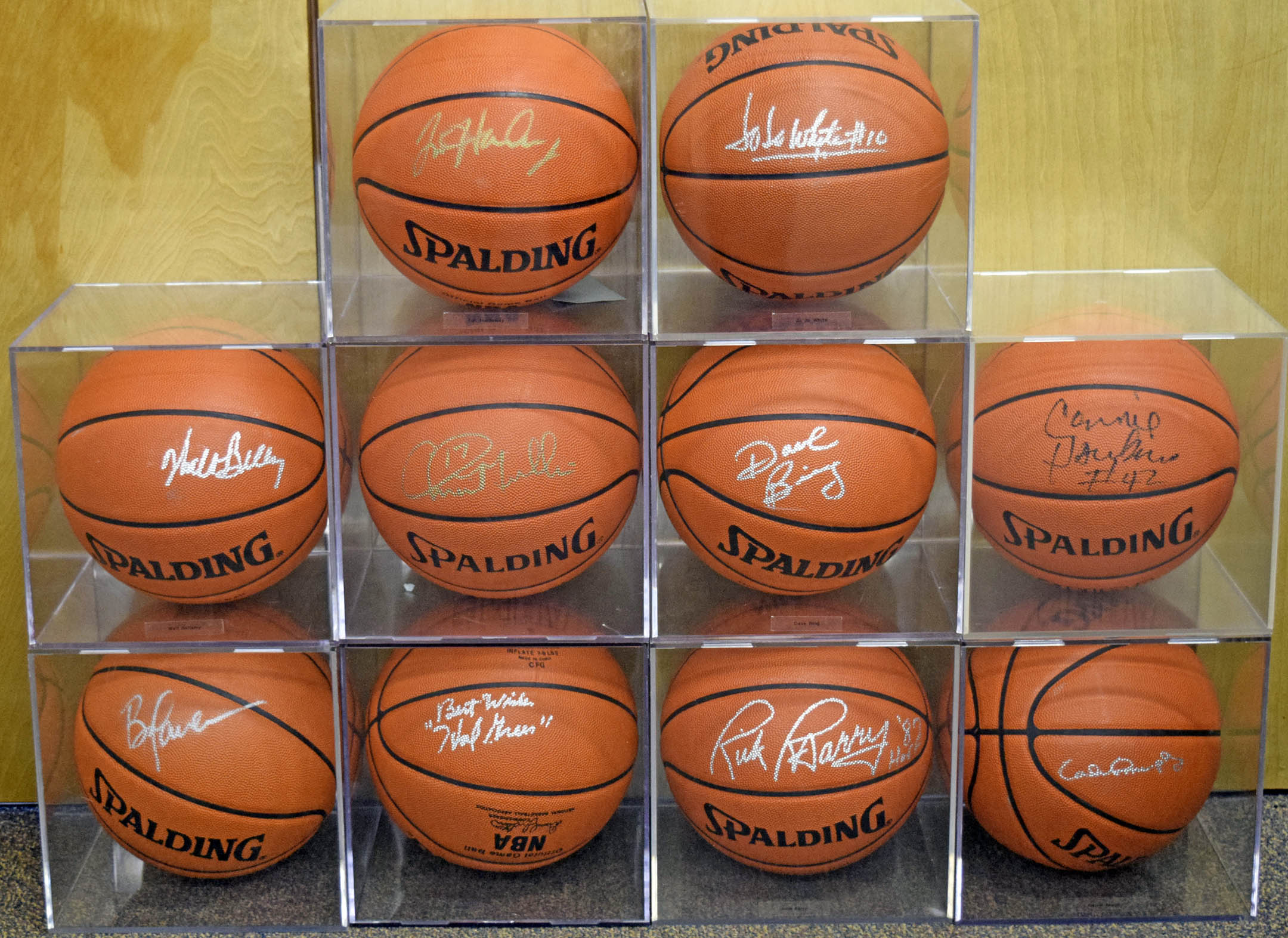 Lot #632  Autographed Basketball  NBA HOF/Related Lot (10 pcs) Cond: 9.5
