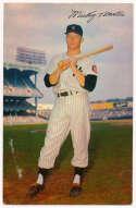 1954 Dormand 19 Mantle (bat on shoulder) VG