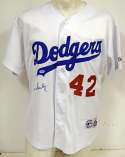 Jersey  Scully, Vin Signed Dodger Jersey 9.5 PSA DNA (CARD)