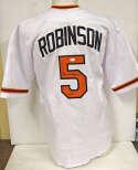 Jersey  Robinson, Brooks Home White Baltimore Orioles Jersey 9.5 JSA LOA (CARD)